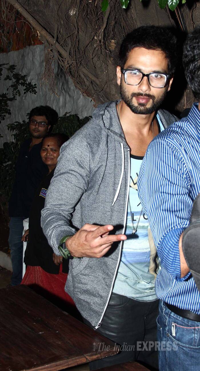 Bollywood heartthrob Shahid Kapoor was spotted at a popular nightspot on Thursday night (May 8) with Sonam Kapoor's cousin and budding actor Mohit Marwah. Shahid's presence obviously attracted quite a bit of female attention. <br /><br /> Shahid strikes a pose for the shutterbugs looking cool as usual. (Photo: Varinder Chawla)