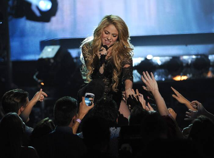 "Shakira performs ""Empire"" onstage at the 2014 Billboard Music Awards. (Source: Reuters)"