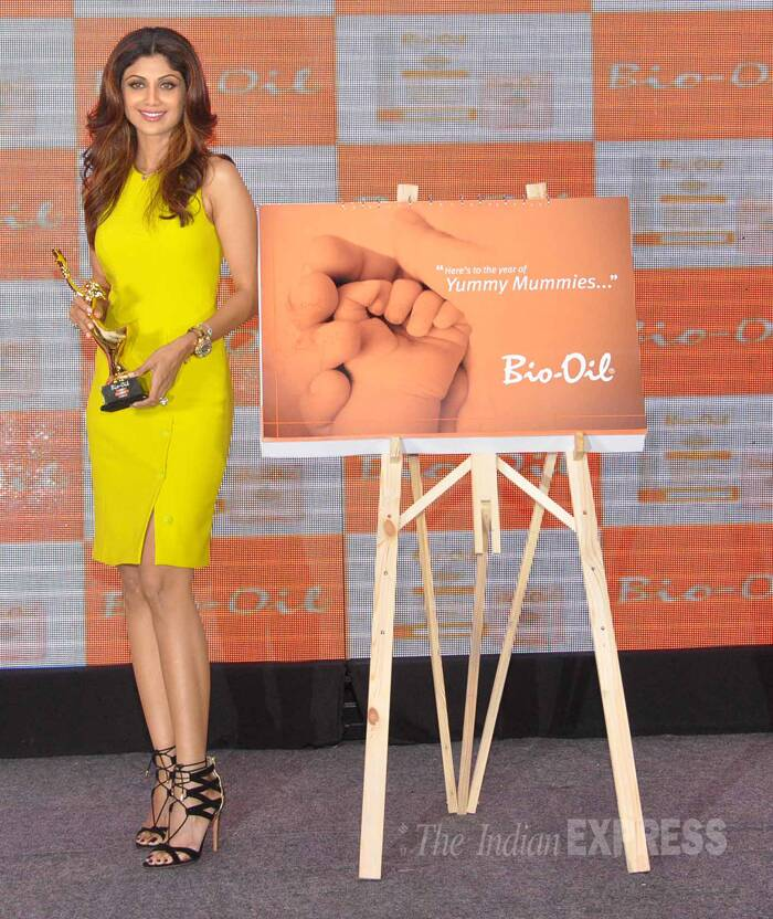 "Shilpa, who is mum to baby Viaan, won an award for Best Mother. ""At the Bio-Oil event,just got the Yummy-Mummy award, 61%women voted fr me.. so humbling:) :) Thaaaankuuuuu,"" she tweeted. (Photo: Varinder Chawla)"