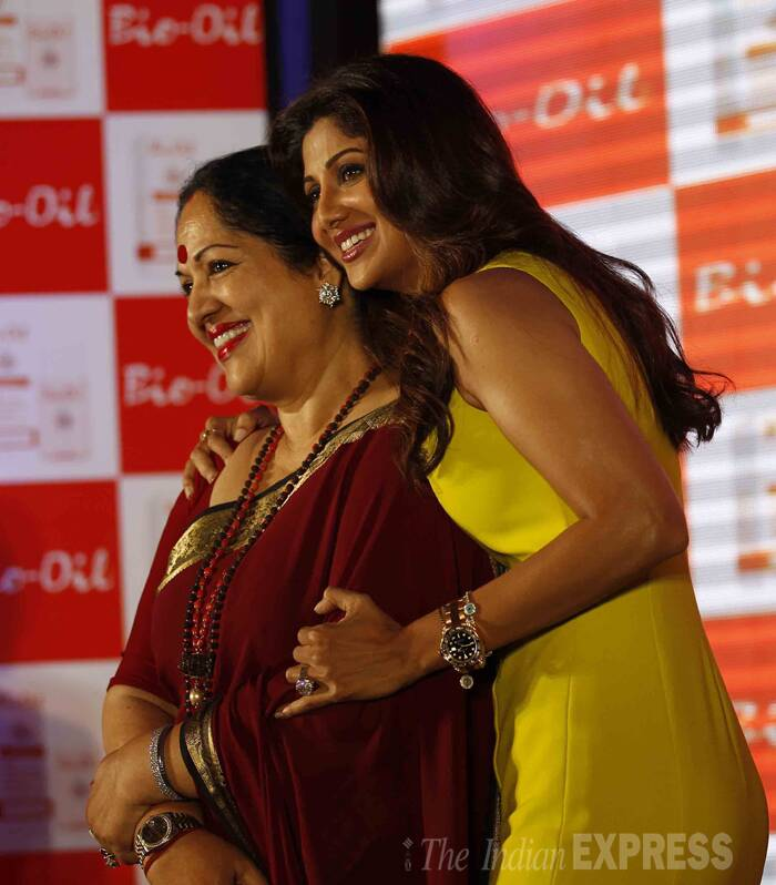 My mommie is best - Shilpa poses with her mother Sunanda Shetty. (IE Photo: Prakash Yeram)