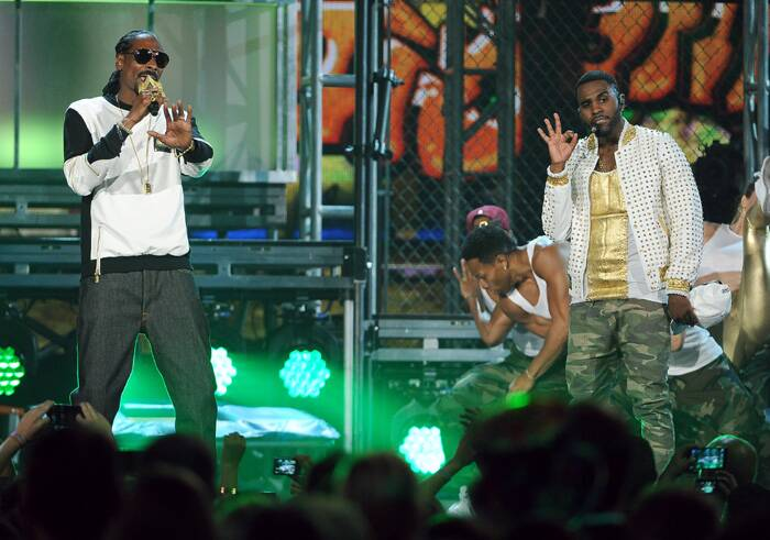 Snoop Dogg and Jason Derulo perform on stage at the Billboard Music Awards. (Source: AP)