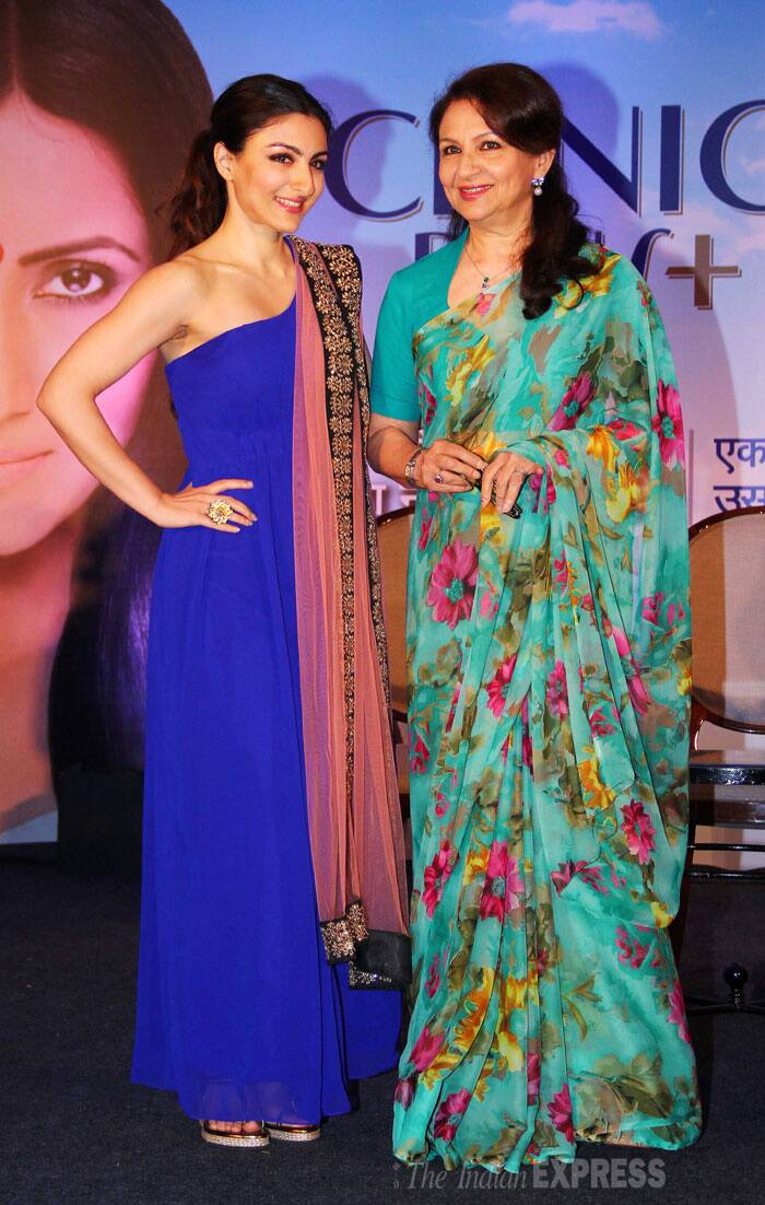 Stylish mom-daughter duo: Michelle-Malia, Sridevi-Jhanvi