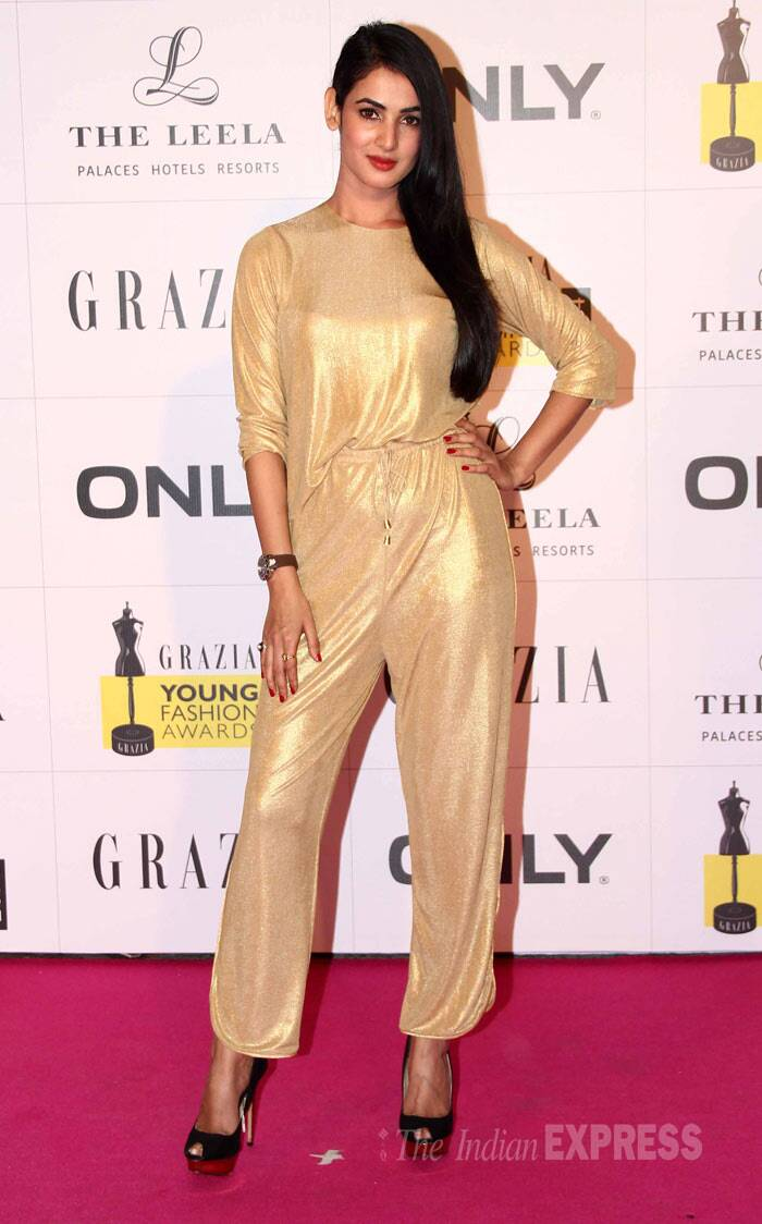 Singer and actress Sonal Chauhan wasn't a pleasant sight in this gold Nishka Lulla jumpsuit especially with the drawstring at the waist.