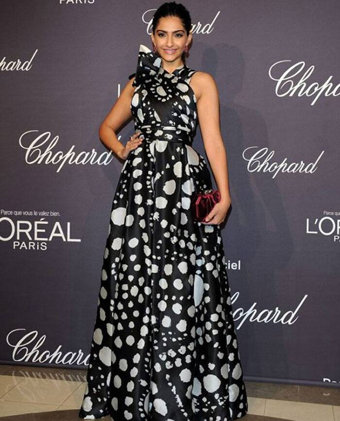 In 2012, Sonam Kapoor sported a black polka dotted ruffled dress by Naeem Khan at the the L'Oreal and Chopard rooftop party.