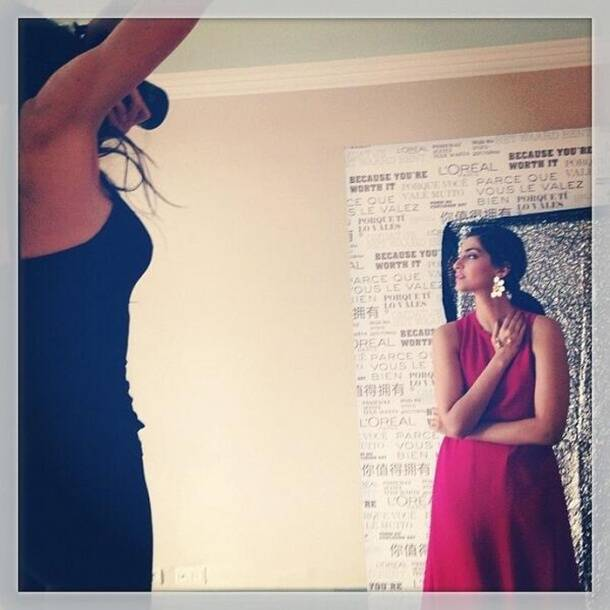 Cannes 2014: Sonam Kapoor oozes oomph in red