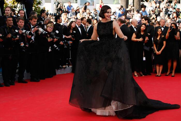 Aishwarya Rai may have missed her first date with the red carpet at the prestigious Cannes Film Festival this year but our another desi beauty Sonam Kapoor was a vintage delight in a voluminous black Elie Saab Couture gown. <br /><br /> Sonam Kapoor, who is also representing international brand L'Oreal, walked the red carpet for the screening of The Homesman at the 67th international film festival on Sunday (May 18). (AP)