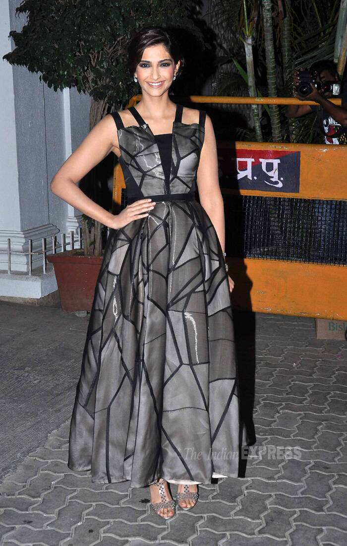 Fashionista Sonam Kapoor was also pretty in grey-black gown. She tied her hair in a bun and opted for smoky eyes to finish off her look. (Source: Varinder Chawla)