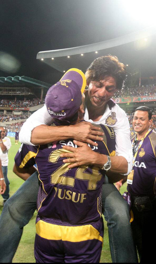 """YYYYYYUUUUUUUSSSSSSUUUUUUUFFFFFFFFFF……There is no other PATHAN….nobody. We love u! Love u. Love u,"" SRK tweeted after Pathan powered KKR into the playoffs. Seems like a power test for Pathan here. Lifting the King of Bollywood (Source: Express Photo by Partha Paul)"