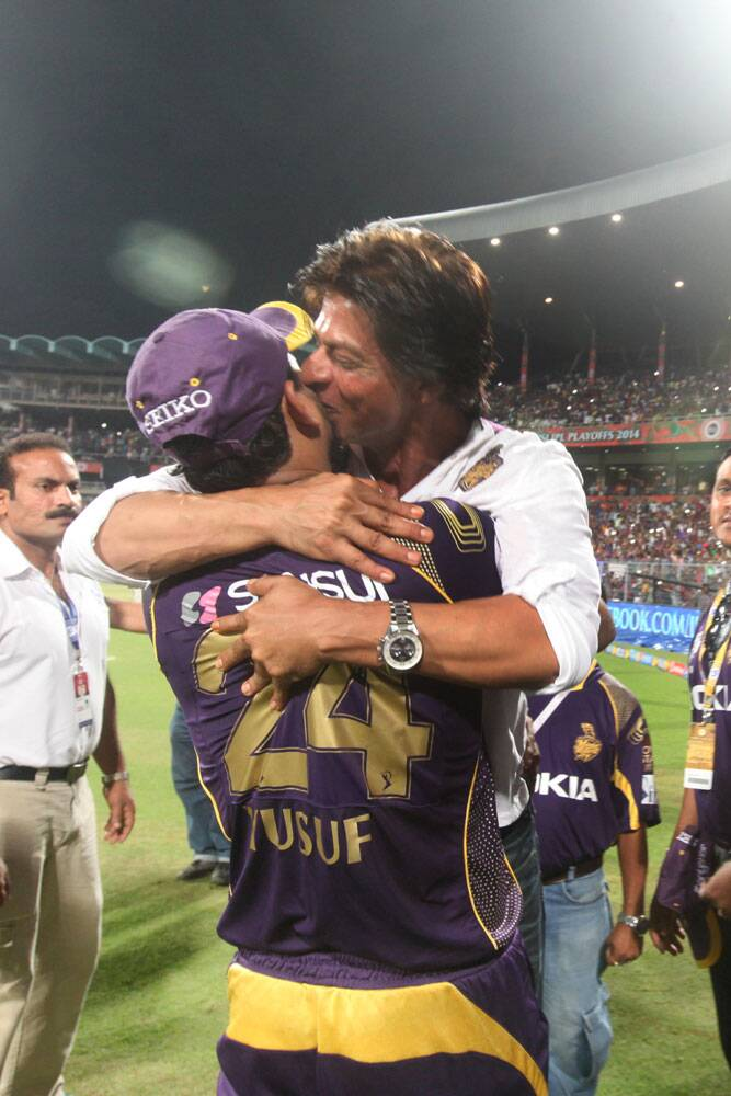 """Too excited. Thanx Gauti…Robin…Sunil…Morne…Surya. All my boys u were awesome. And cometh the hour cometh the madman,"" read another SRK tweet after the KKR-SRH clash. And, pictures they say are worth a thousand words. This one is definitely worth millions (Source: Express Photo by Partha Paul)"