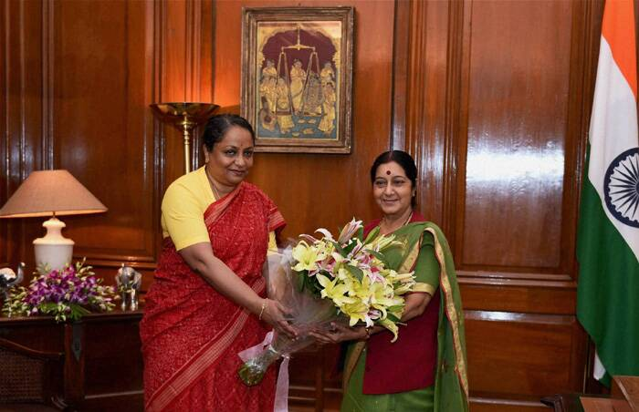 Sujatha Singh welcomes Sushma Swaraj as she takes charge of the Minister of External Affairs. (Source: PTI)