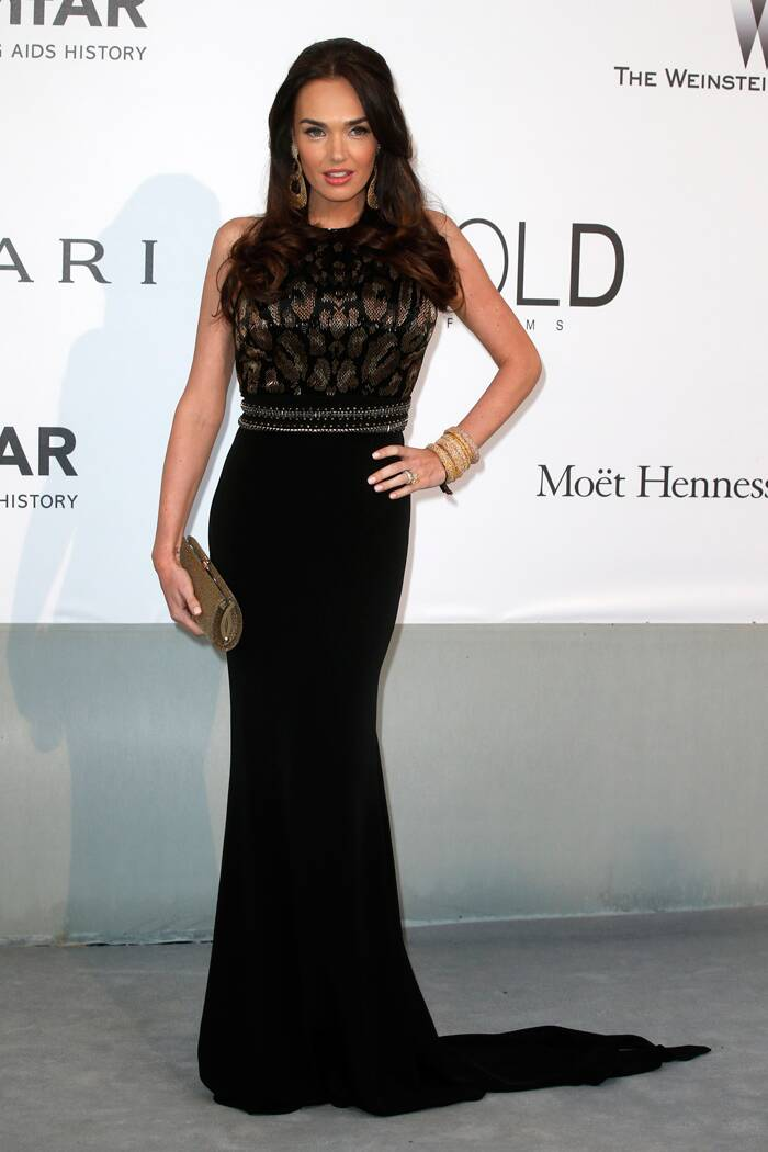 British socialite and television personality Tamara Ecclestone glammed up in a black gown with a train and gold accessories. (Source: Reuters)