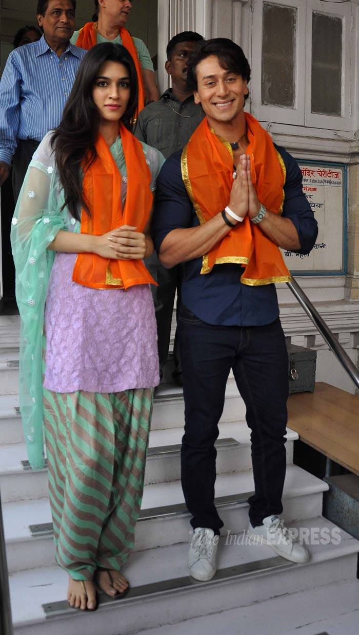 'Heropanti' lead pair Tiger Shroff and Kriti Sanon visited the Babulnath temple in Mumbai on Monday (May 26) to offer prayers following the success of their film. <br /><br /> Despite poor to average reviews, 'Heropanti' has collected Rs 20 crore at the box office. (Source: Varinder Chawla)