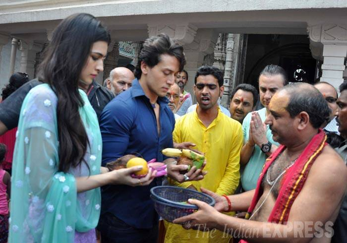 Tiger and Kriti offer fruits at the temple. (Source: Varinder Chawla)