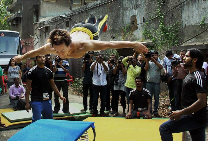 Bollywood new entrant Tiger Shroff was up to some Heropanti in real life during the promotions of his debut flick. Jackie Shroff's son, who has been busy with non-stop promotions, showed off some of his stunts recently. (Source: PTI)