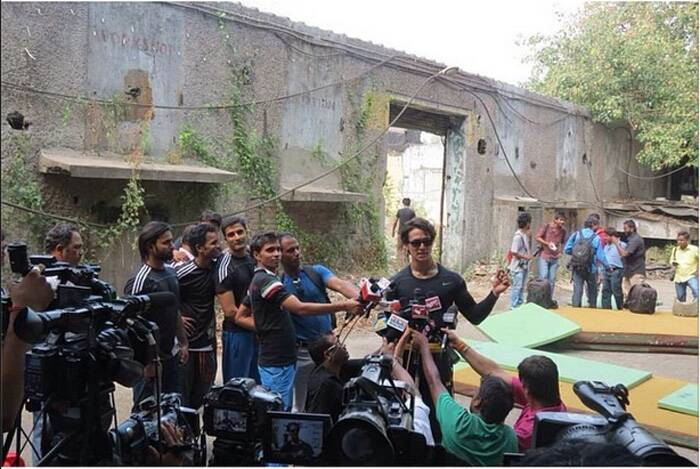 Tiger Shroff is mobbed by the photogs! (Source: Instagram)