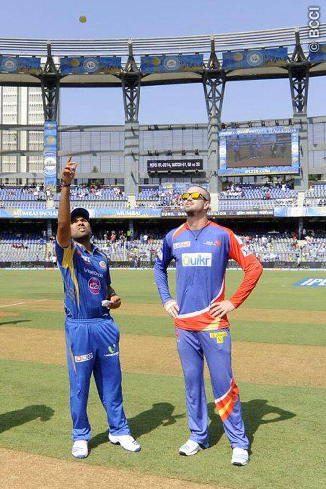 Mumbai Indians clashed with bottom-placed Delhi Daredevils at the Wankhede Stadium in Mumbai on Friday. The toss was won by Delhi Daredevils captain Kevin Pietersen who, without hesitation, opted to field first. Rohit said that he looked to field first too. (Source: IPL/BCCI)