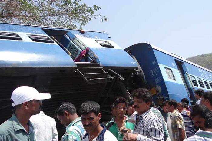 The Railways ordered an inquiry and Railway Minister Mallikarjun Kharge announced an ex-gratia of Rs two lakh for the next of the kin those killed in the accident, Rs 50,000 for the grievously hurt and Rs 10,000 for passengers who suffered minor injuries. (Express Photo)