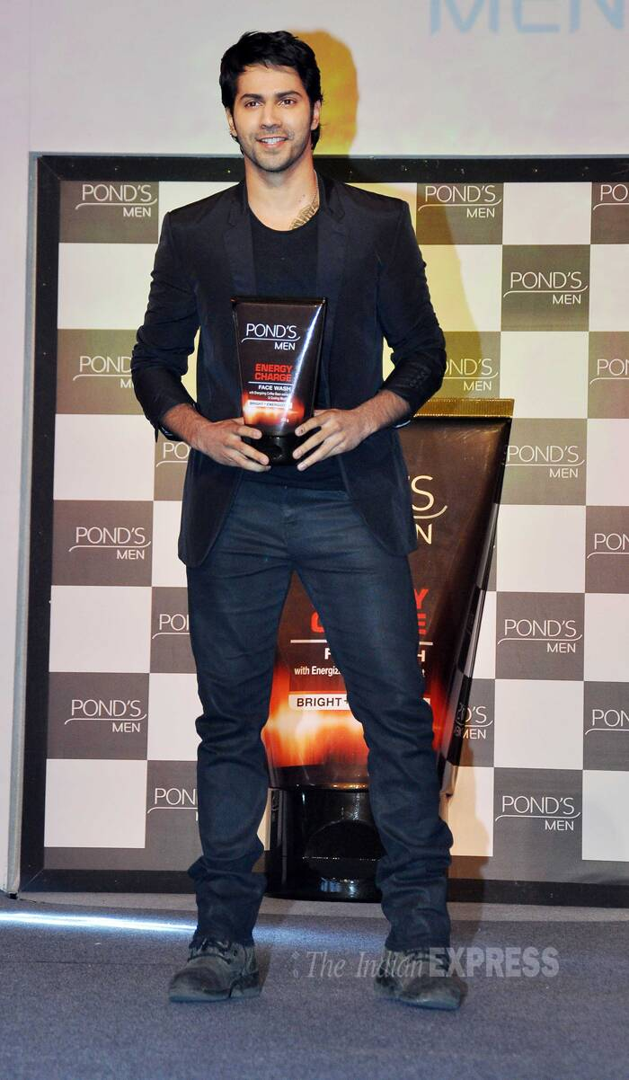 'Main Tera Hero' actor Varun Dhawan was suave in all black as he launched a face wash for men. (Photo: Varinder Chawla)