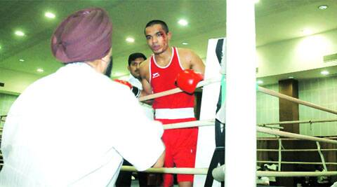 Despite a cut on his left eye, Vikas Krishan continued to box and managed to beat Sukhdeep Singh (Source: Express Photo by Harmeet Sodhi)