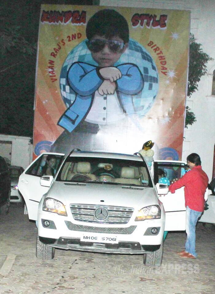 Actor Vivek Oberoi leaves the Kundra residence in his car post the celebrations. (Source: Varinder Chwala)