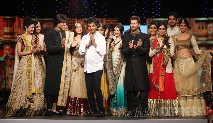 Designer Vikram Phadnis enjoys an applause while Vivek and Neil Nitin Mukesh along with the rest of the celebrities also join in. (Photo:Varinder Chawla)