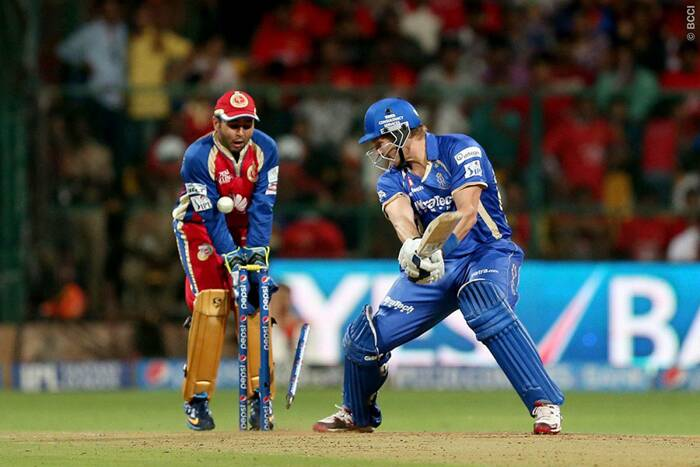 After a good start to their chase, Rajasthan Royals lost three quick wickets and were 63/3. Shane Watson failed to steady his team and was bowled by Yuvraj Singh for just a single. (Photo: BCCI/IPL)