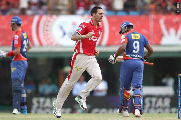 Delhi had a disastrous start losing first wicket of Mayank Aggarwal in third over. Delhi were reduced to 44/3 in the sixth over. (Source: BCCI/IPL)