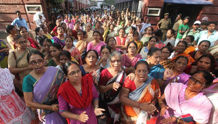 The representatives of several Left Front womens's organisation lay siege of the Kolkata police headquarters protesting against the violence on the eve polls in 17 Lok Sabha constituencies on Sunday. (Express photo: Partha Paul)