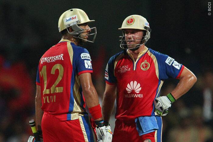 After losing the first three wickets, Yuvaj Singh and AB de Villers rebuilt the Bangalore innings with a partnership of 132 runs from 65 balls. (Photo: BCCI/IPL)