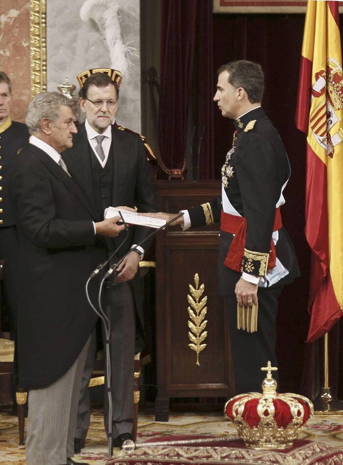 Hopes for the new king are high, and some believe that, despite his role being mainly symbolic as head of state, he will use his position to push dialogue over the challenge of a separatist movement in wealthy northeastern Catalonia. <br /><br />Spain's new King Felipe VI (R) is sworn in by Parliament Chairman Jesus Posada (L) and Prime Minister Mariano Rajoy (C) at a ceremony at the Congress of Deputies in Madrid. (Source: Reuters)
