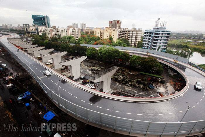 The 16.4 km-long Eastern Freeway became operational from Monday with Maharashtra Chief Minister Prithviraj Chavan throwing open to public the final stretch of 2.8 km, that will reduce the commuting time between south Mumbai and Ghatkopar in the eastern suburbs to 30 minutes. (Source: Express photo by Pradip Das)