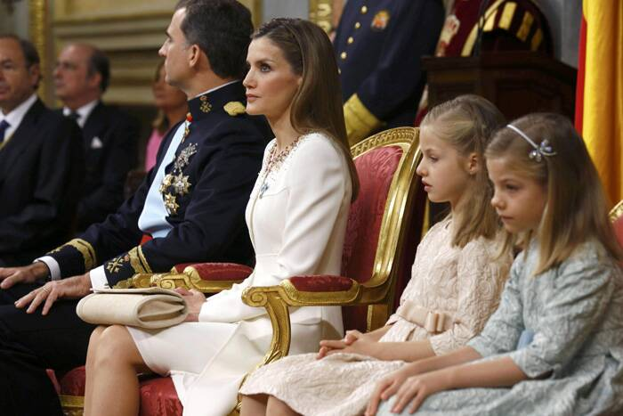 Spain's new King Felipe VI with his wife Queen Letizia and their daughters Princess Leonor and Princess Sofia at the swearing-in ceremony. (Source: Reuters)