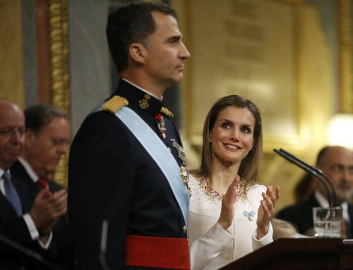 Queen Letizia applauds as Spain's new King Felipe VI was sworn-in, in a ceremony in Madrid. (Source: Reuters)