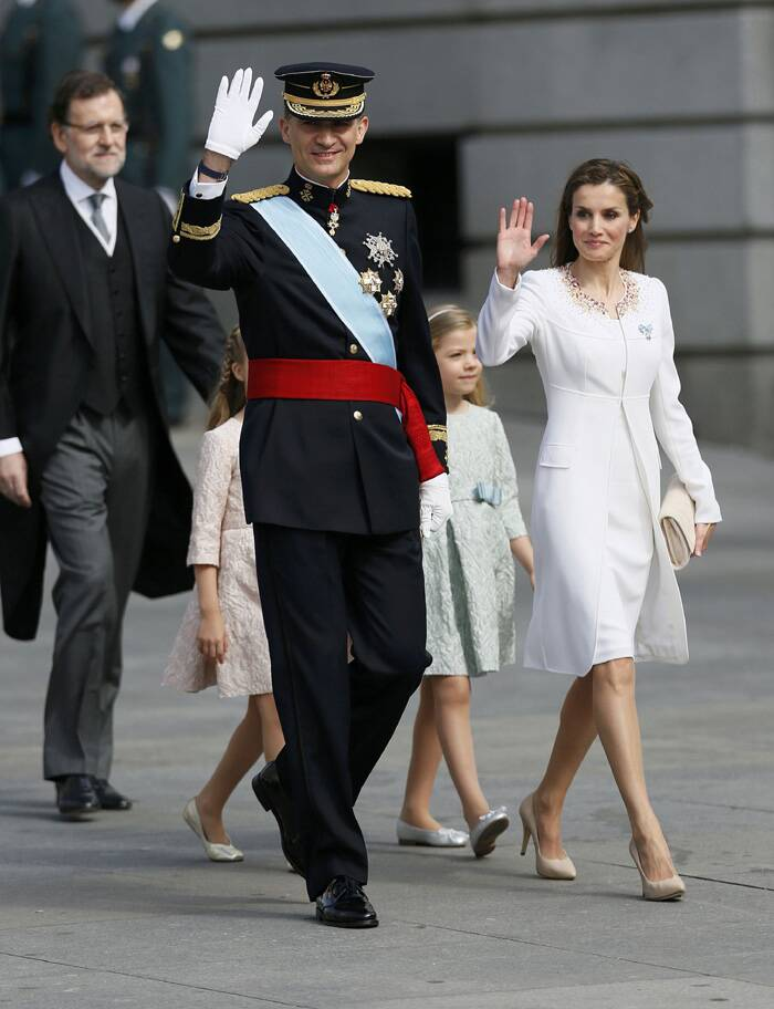 Spain's new King Felipe VI, his wife Queen Letizia, Princess Sofia, Princess Leonor wave as they arrive for the ceremony. (Source: Reuters)