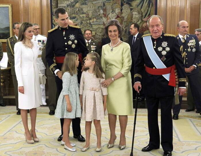 Spain's King Juan Carlos (R) and Queen Sofia (2ndR), new King Felipe VI (2ndL), her wife Queen Letizia (L), their daughters Princess Leonor and Princess Sofia pose after the Sash of Captain-General ceremony at La Zarzuela Palace in Madrid. (Source: Reuters)