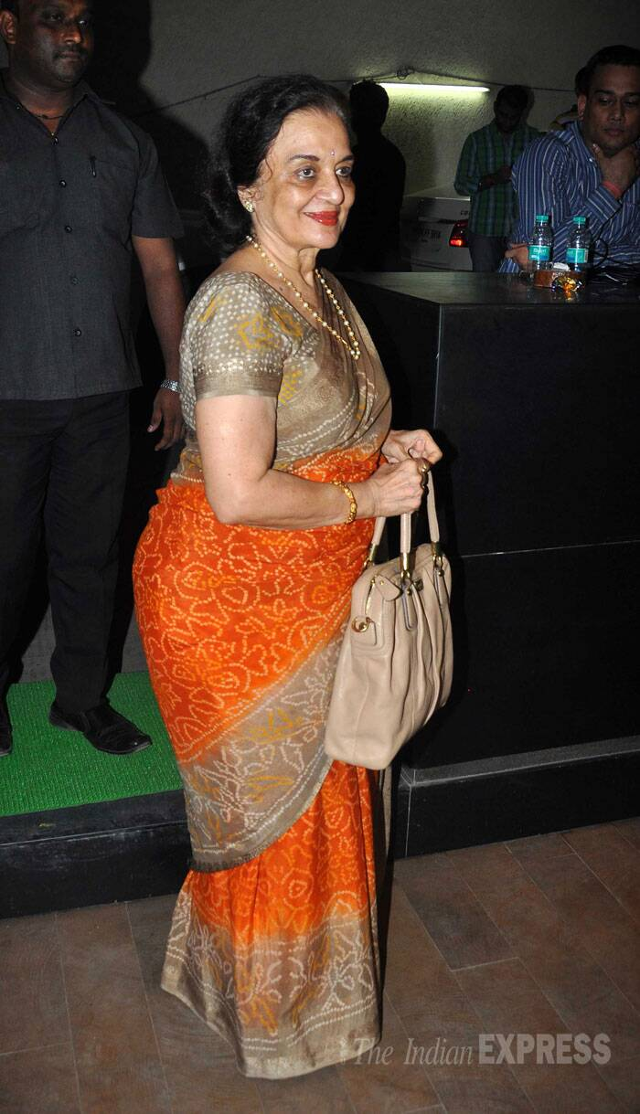 Veteran actress Asha Parekh looks graceful in a sari. (Source: Varinder Chawla)