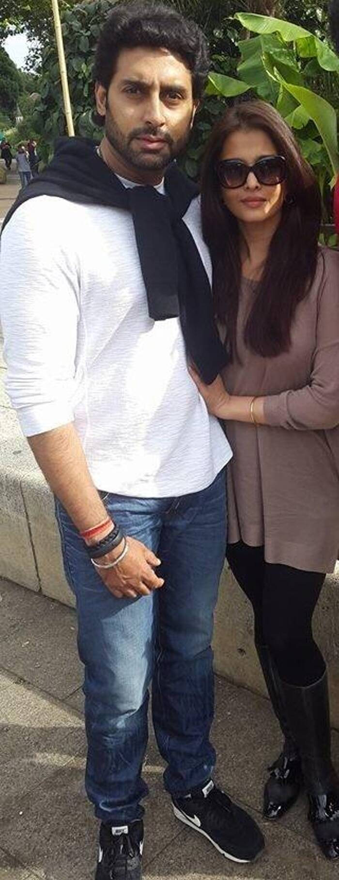 Aishwarya, Abhishek take time off from baby duty! Spend some 'us' time in London