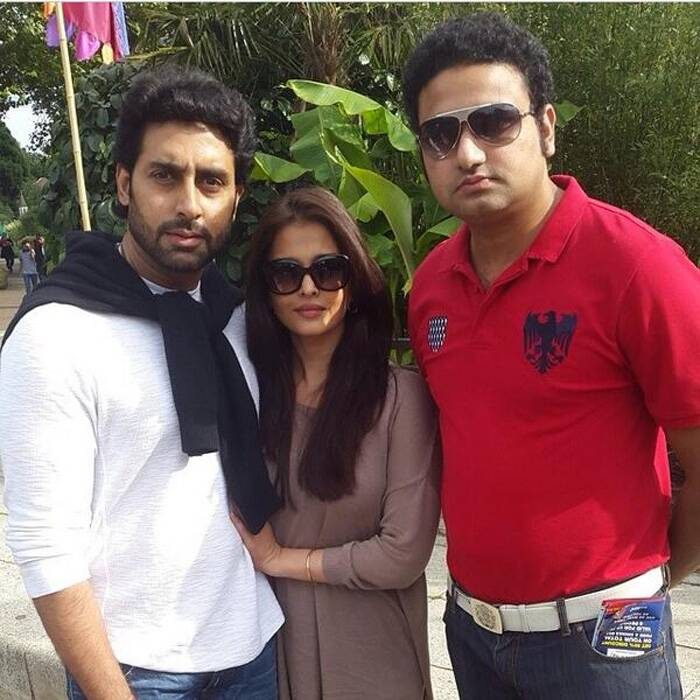 Bollywood's power couple Abhishek Bachchan and wife Aishwarya Rai took some time off from the baby duty and spent some 'us' time lazing around on the streets of London. The couple along with their daughter Aaradhya, Abhishek's mom Jaya, his sister Shweta are currently on a family holiday. <br /> <br /> A lucky fan came across the couple on the streets of London and was clicked with them.  (Source: Twitter)