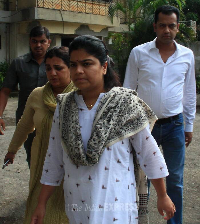 Munde's nephew Rahul Mahajan paid his final respects with his sister Poonam. (Source: Express photo by Amit Chakravarty)