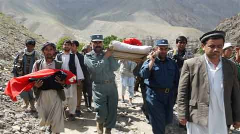 Afghan police and villagers carry bodies of people after flooding in the northeastern Baghlan province, north of Kabul, Afghanistan. (Source: AP)