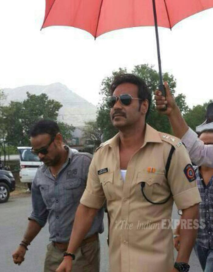 Bollywood actor Ajay Devgn is back in khaki as he gears up for the sequel of Rohit Shetty's action flick. The actor was spotted on the Gujarat highway as he shot for 'Singham Returns'. (Source: Varinder Chawla)