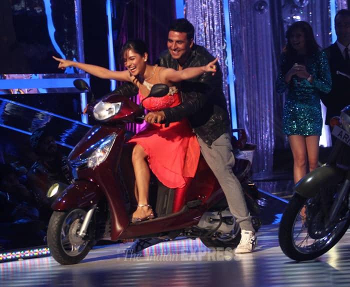 The Bollywood Khiladi also got onto a bike behind a dancer. (Source: Varinder Chawla)