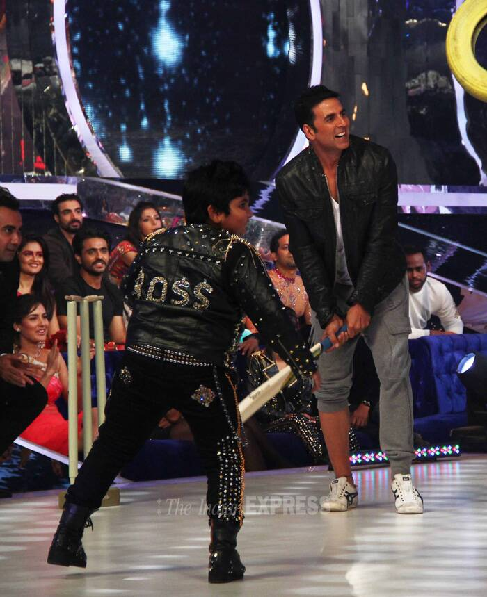 Akshay tries his hand at some cricket. (Source: Varinder Chawla)