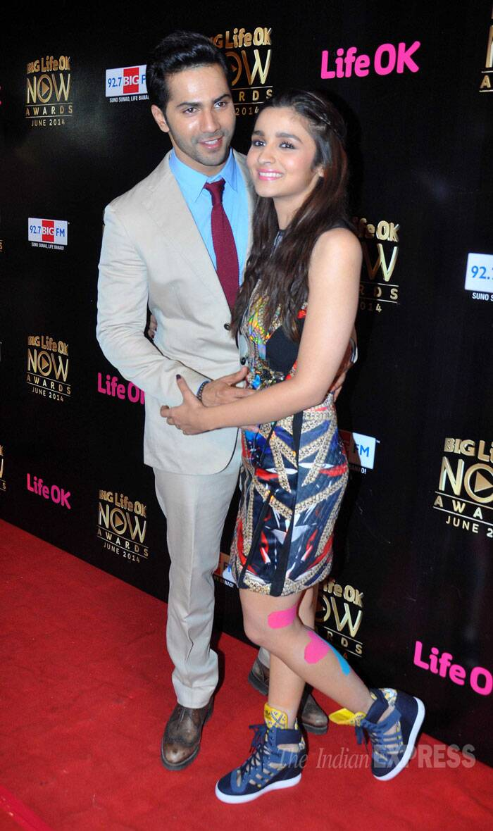 Varun Dhawan and his onscreen lady love Alia Bhatt stole the show as they posed for photogs on the red carpet. (Source: Varinder Chawla)