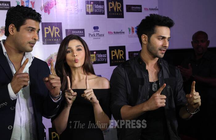 Bollywood actors Varun Dhawan and Alia Bhatt took the promotions of their upcoming rom-com 'Humpty Sharma Ki Dulhaniya' to Chandigarh on Saturday (June 28). They were accompanied by their co-star and television actor Siddharth Shukla. (Source: Express Photo by Kamleshwar Singh)