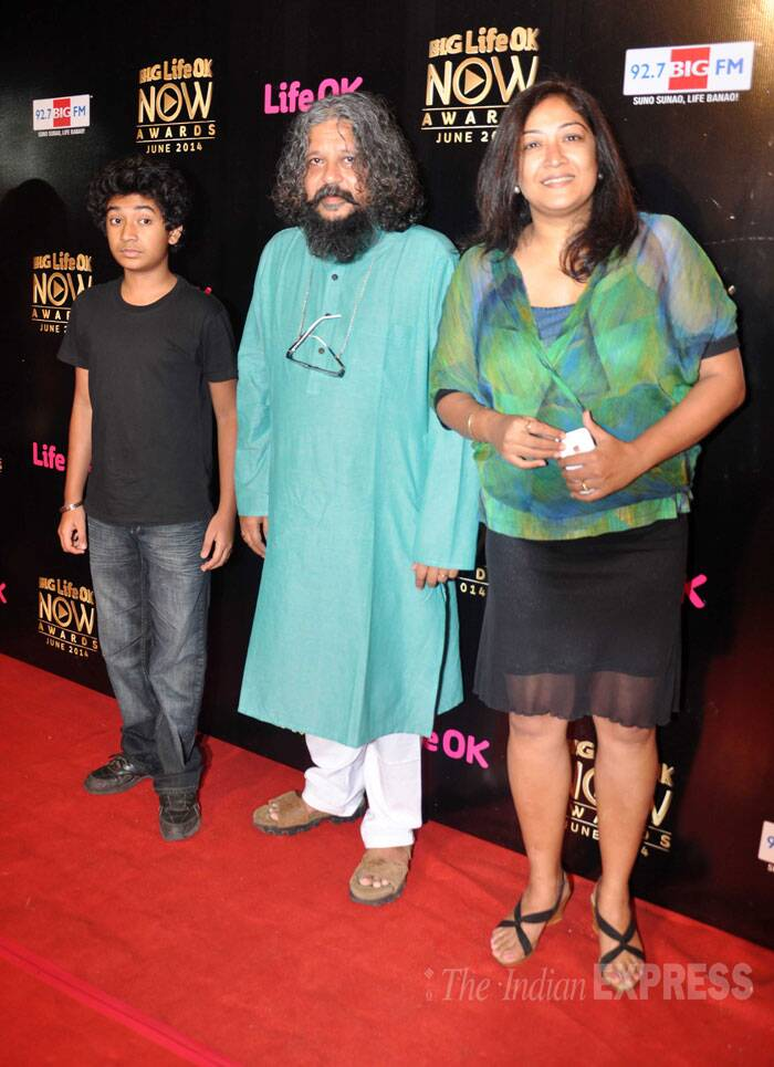 'Hawaa Hawaii' director Amol Gupte along with his son and child actor Partho poses for a picture along his wife Deepa. (Source: Varinder Chawla)