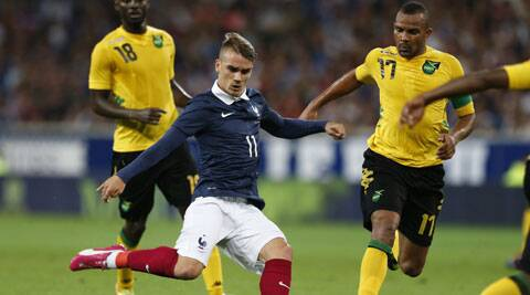 Antoine Griezmann (C) fights for the ball with Jamaica's Simon Dawkins during their international friendly. (Source: Reuters)