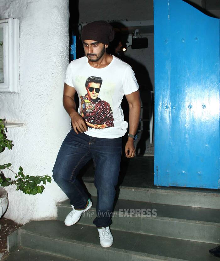 Sonakshi's 'Tevar' co-star Arjun Kapoor dropped in dressed in casual demins and white tees with a black skull cap. (Source: Varinder Chawla)