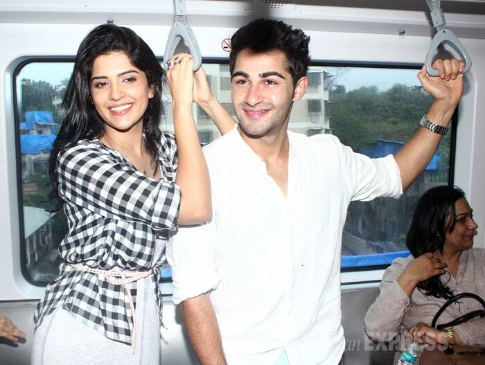 Meanwhile, Armaan Jain and his onscreen lady love Deeksha Seth were all smiles as they rode the metro. (Source: Varinder Chawla)