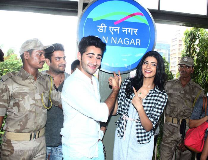 Both Armaan and Deeksha seem thrilled with the new metro in Mumbai. (Source: Varinder Chawla)
